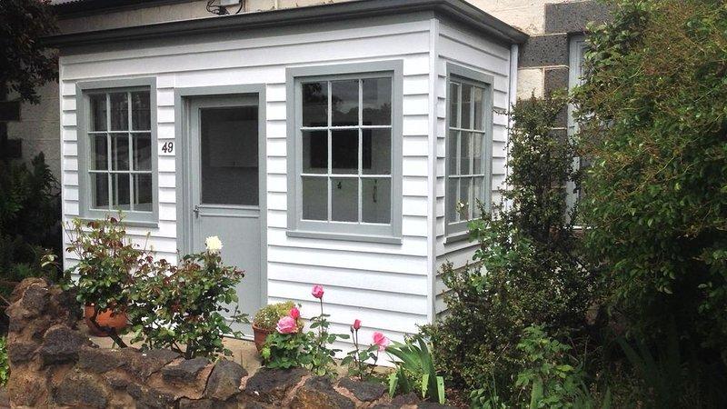 Swyn Y Mor Historic 1856 stone cottage Free Wi Fi, aluguéis de temporada em Port Fairy