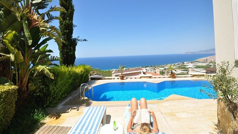Luxury villa with stunning views, location de vacances à Yesiloz