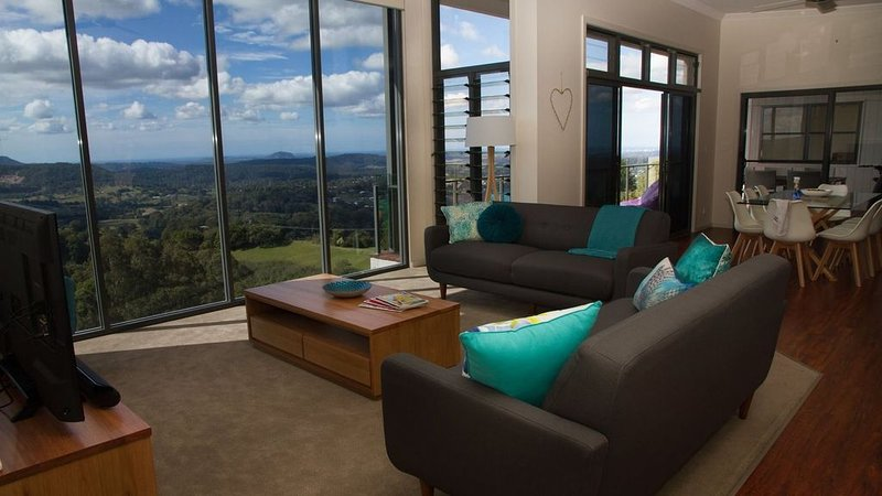 The Vantage at Dulong - stunning Sunny Coast Views, aluguéis de temporada em Yandina