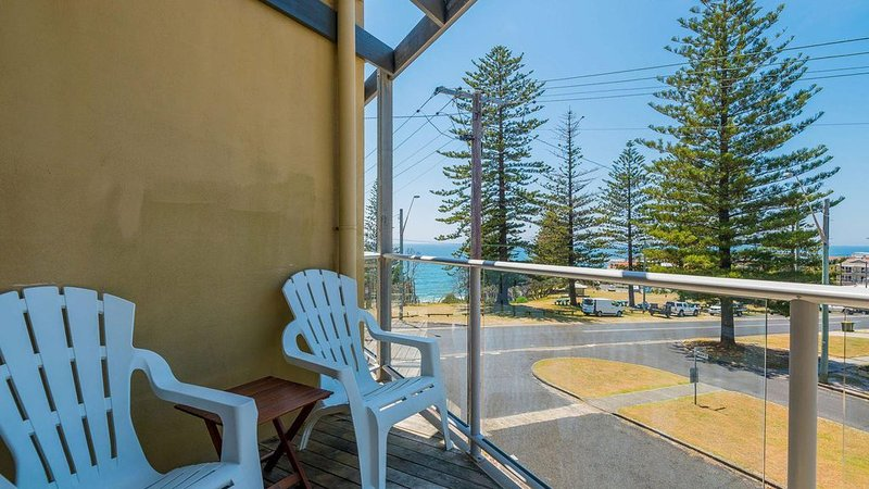 Seaspray 2 across the road from the beach Free Wi-Fi, vacation rental in Yamba