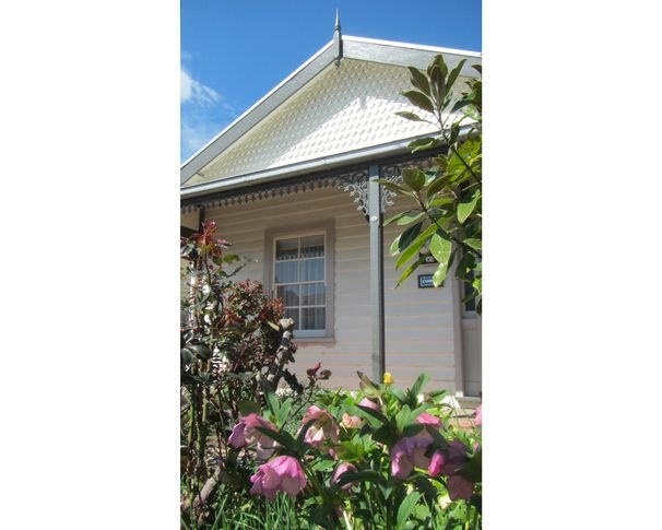 Cowen House | Self Contained Victorian Cottage, holiday rental in Macedon Ranges