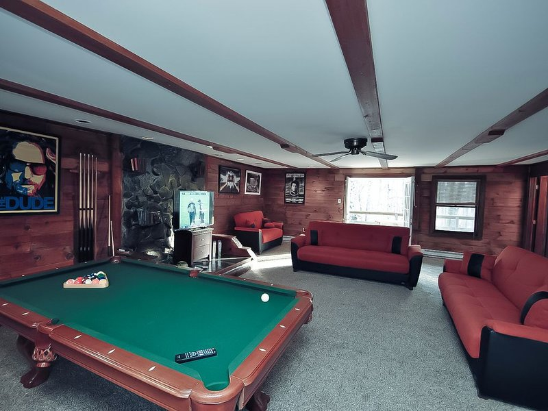 Pocono Cabin Rental - Grand Summit Pocono Lodge w/Hot Tub, holiday rental in Saylorsburg