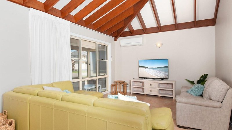 Occy's the home of Fingal Bay, vacation rental in Fingal Bay