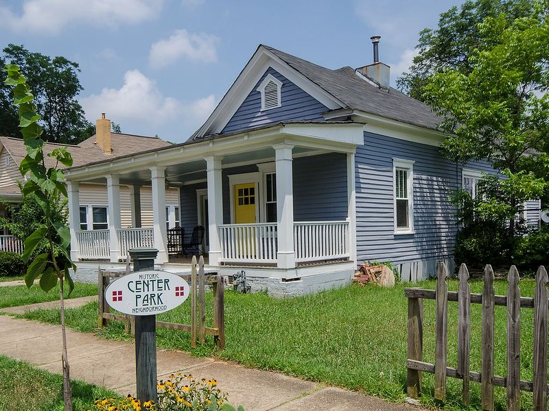 Adorable 100 year old cottage!, casa vacanza a Hapeville