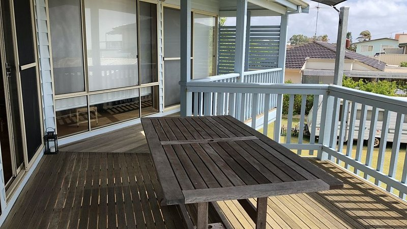 Beach House - located at Falcon, holiday rental in Mandurah