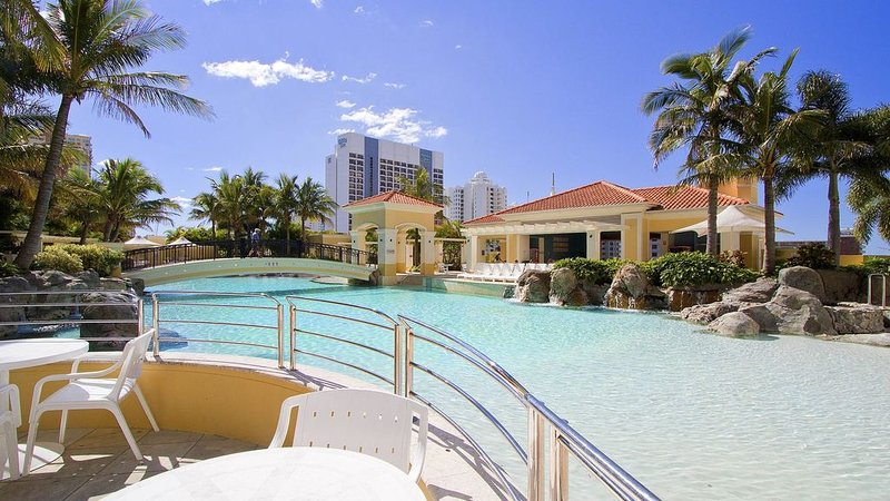**NOV from $145 per night** - 2 Bedroom Apartment - Surfers Paradise, location de vacances à Surfers Paradise