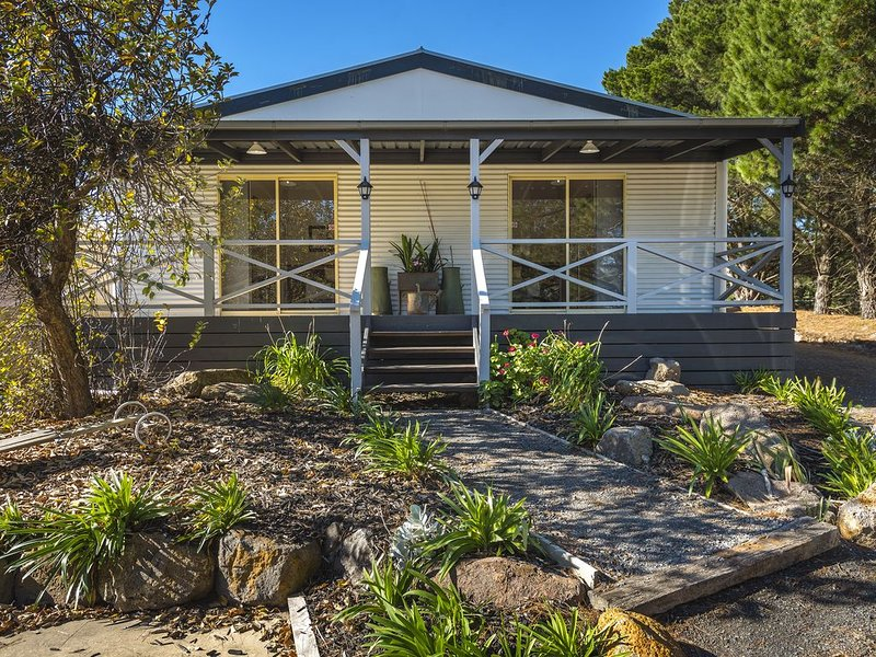 Comfortable and Lovely Bodkin Cottage - Room 1, holiday rental in Macedon Ranges