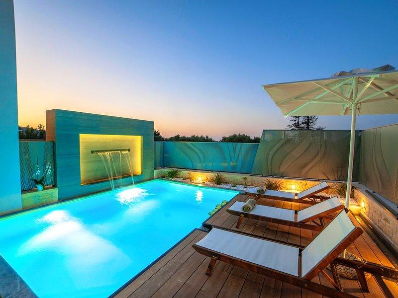 Perla Nera Villa with Private Heated Swimming Pool, vacation rental in Balarina