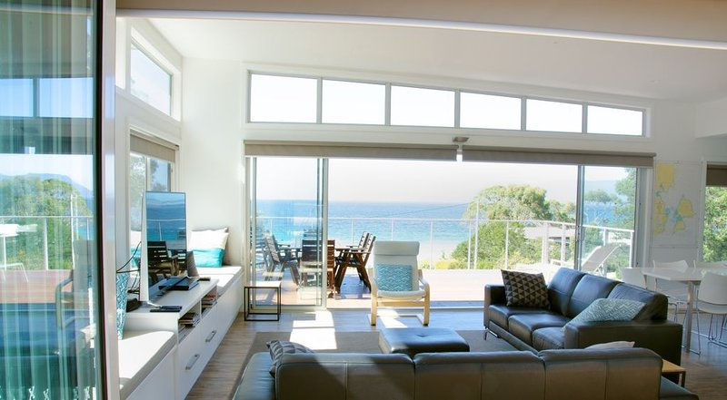 Maria Island Vista at Spring Beach, holiday rental in Buckland