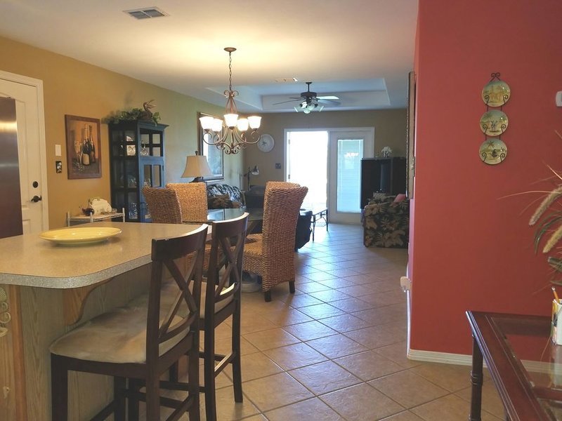 Beautiful 2 Bedroom Casita at the Golf Course~3DD, vacation rental in Laguna Vista