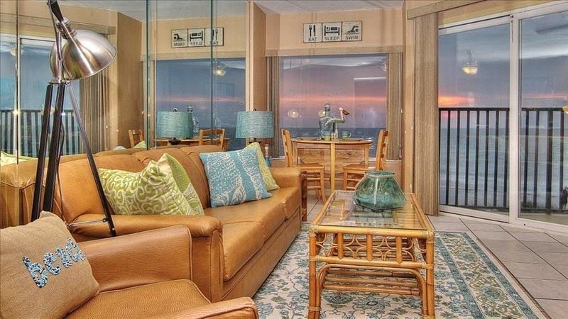 Cheery, Gulf View Gem on a Quiet Beach Minutes from Downtown Clearwater Beach!, vacation rental in Belleair Beach