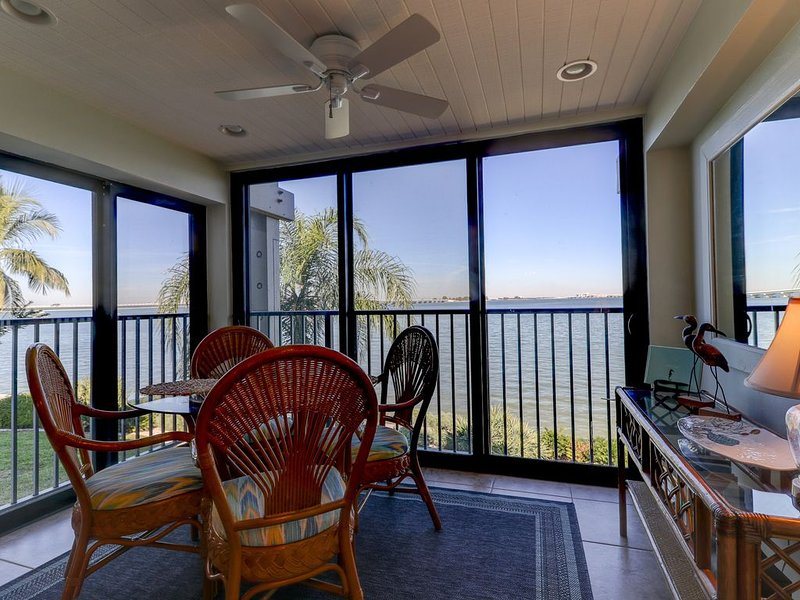 Mariner Pointe #1022:Stunning Direct Bayfront View & Great On-Site Amenities!, vacation rental in Sanibel