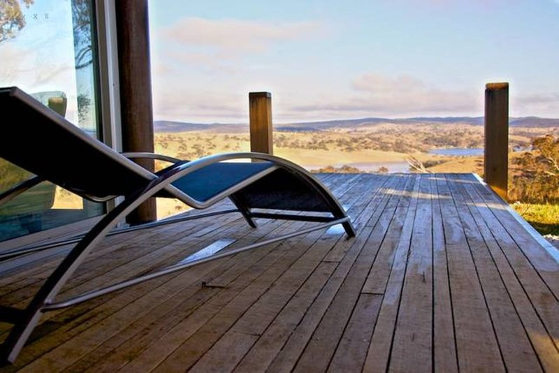 """""""an experience in time and space..."""" highVIEW jetty BATHURST, holiday rental in Oberon"""
