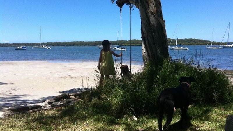 Lemon Tree Shack - Family friendly by the sea, vacation rental in Port Stephens
