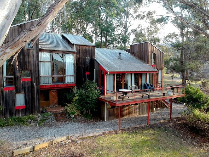 Marmot Lodge - Harrietville - Group and large Family Accommodation, holiday rental in Smoko