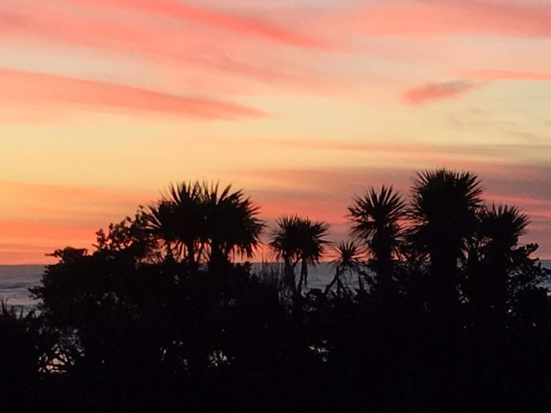 Seaside and Central with great views in both directions., casa vacanza a Hokitika
