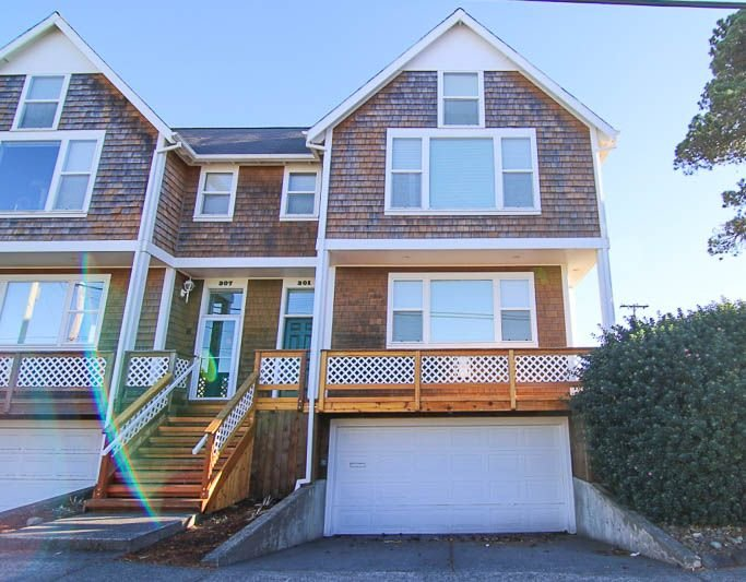 Close to Downtown Seaside, This Clean, Bright Townhome is a Sweet Retreat!, location de vacances à Seaside