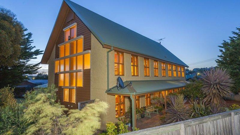 Shanouk Lodge Ocean Grove - pet & family friendly, location de vacances à Ocean Grove