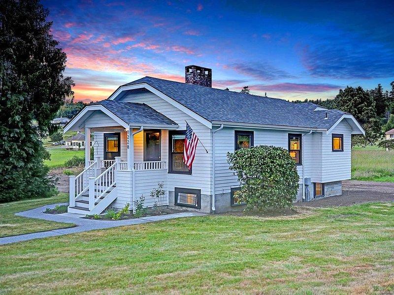 Historic Camano Island Farmhouse - Fully Restored, vacation rental in Stanwood