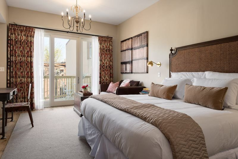 One of four boutique hotel rooms at The Townsman on the Downtown Mall, location de vacances à Charlottesville
