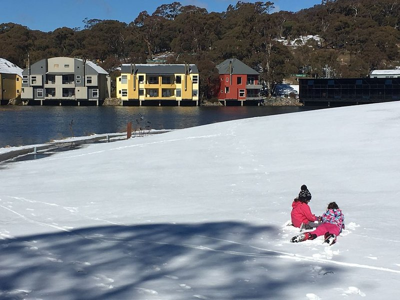 NEW DATES AVAILABLE! Biancaneve Lakeside Retreat Crackenback, aluguéis de temporada em Perisher Valley