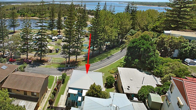 The Blue House - flat walk to river and beach, vacation rental in Yamba