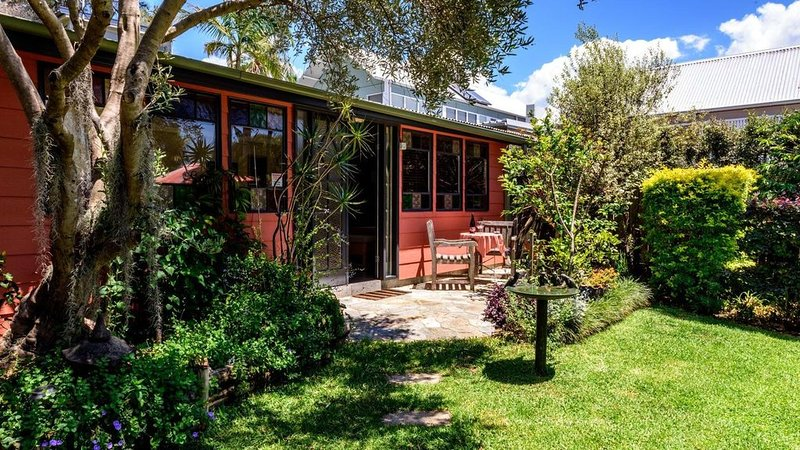 Studio 44 B&B Balmain. A cottage in a garden., vacation rental in Balmain