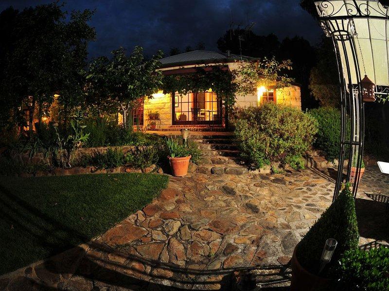 Elouera Garden Cottage, vacation rental in Phillip