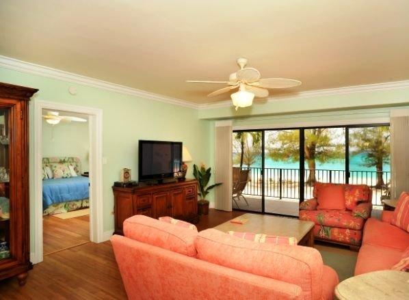 2 Bedroom Flat - 2nd Floor Oceanfront, holiday rental in Camana Bay