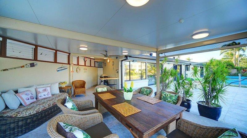 Pelicans Rest - Luxury Home in Broadbeach Waters, location de vacances à Carrara
