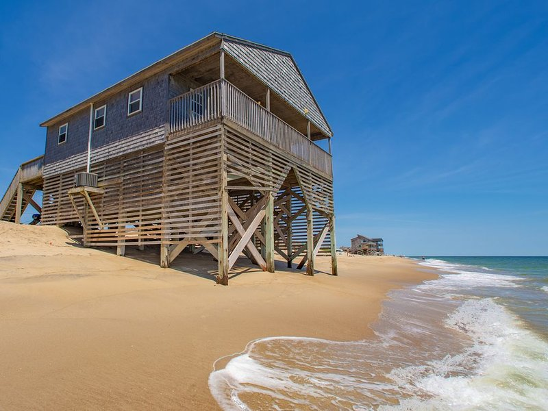 Sandscape - Enjoy the ocean at your feet 4 bedroom oceanfront in Rodanthe, casa vacanza a Rodanthe