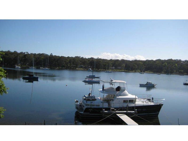 La Bella Vista - Stunning absolute waterfront with private jetty, alquiler de vacaciones en Lake Macquarie