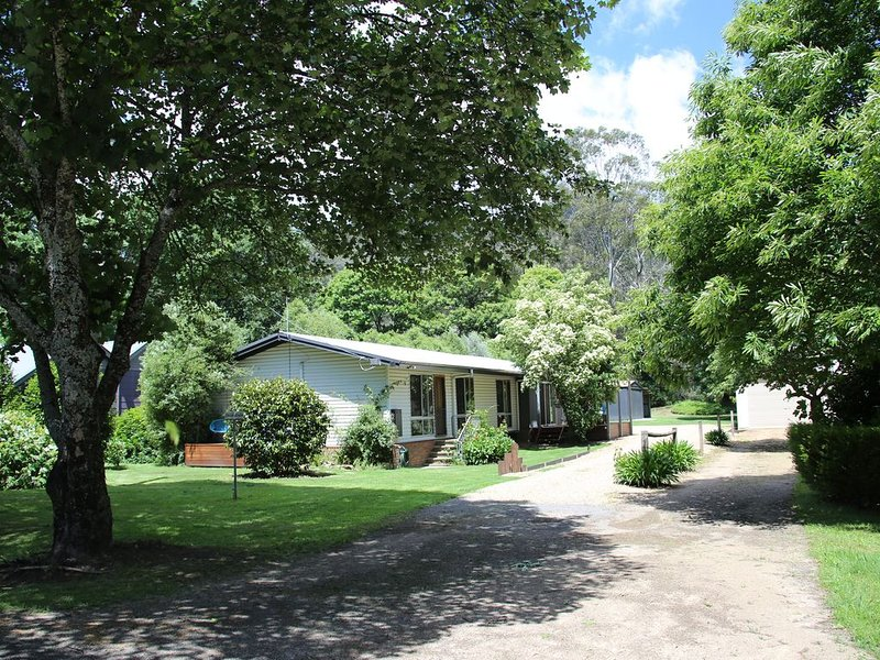 OvensDale - Serenity on the beautiful Ovens River, holiday rental in Smoko