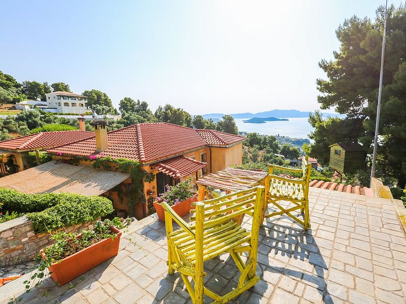 Absolute sea view luxury new apartment 'SunShine'in Villa Stratos Skiathos, location de vacances à Troulos