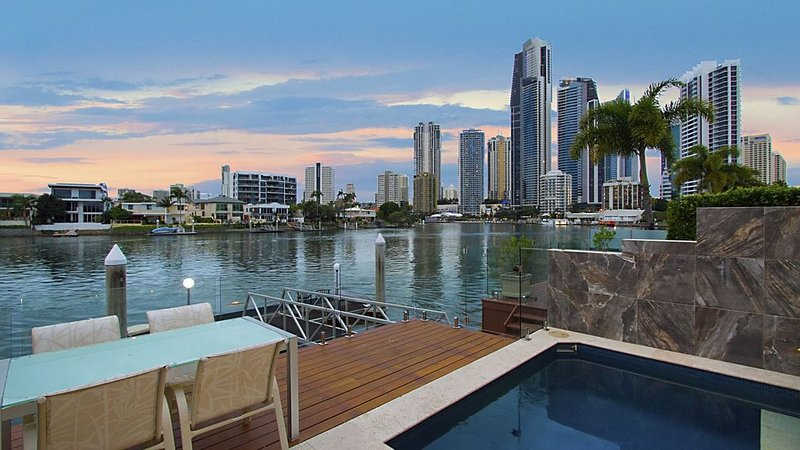 $2million Waterfront Villa - pets welcome, location de vacances à Surfers Paradise