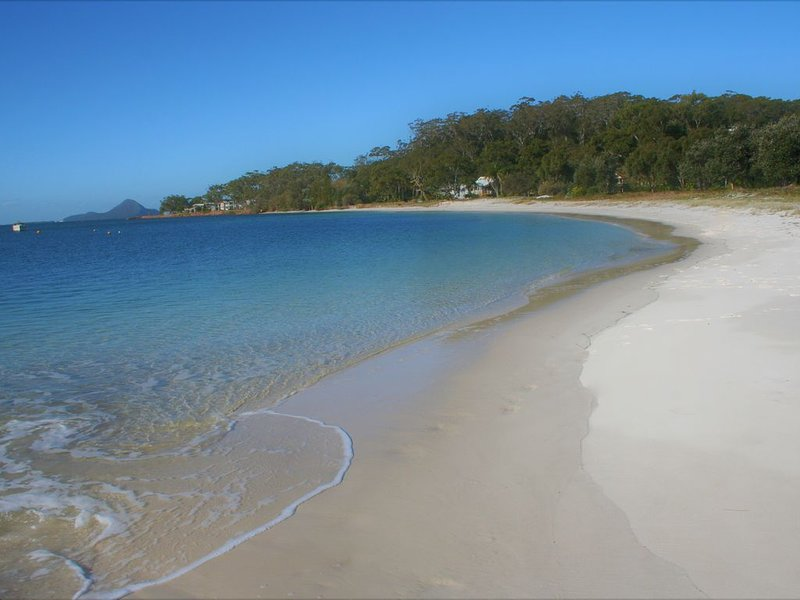 BEACHFRONT OASIS on Corlette Point Beach, vacation rental in Port Stephens