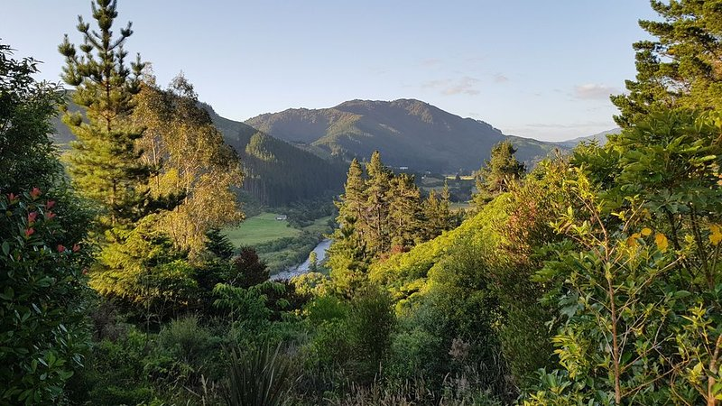 Duck Crest Cottage - Akatarawa Valley, Ferienwohnung in Greytown
