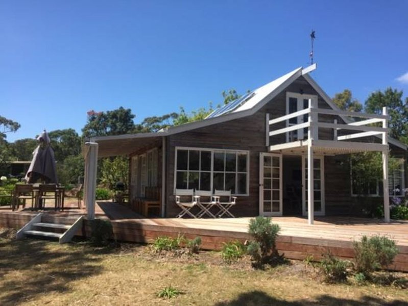 The Cottage - an island hideaway, vacation rental in Metung