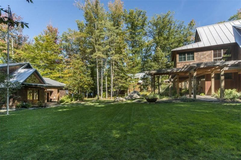 Beautiful Lakefront Luxury Home to sleep 23 guests!, aluguéis de temporada em Poland Springs