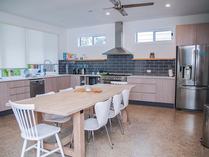 House and Self Contained Granny Flat, holiday rental in Callala Beach
