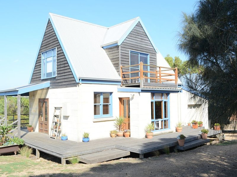 Levys Beach Stone Cottage, holiday rental in Warrnambool