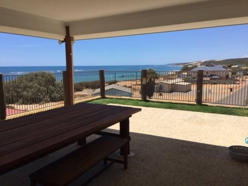 A Horrocks Beach house- awesome ocean views, alquiler vacacional en Northampton