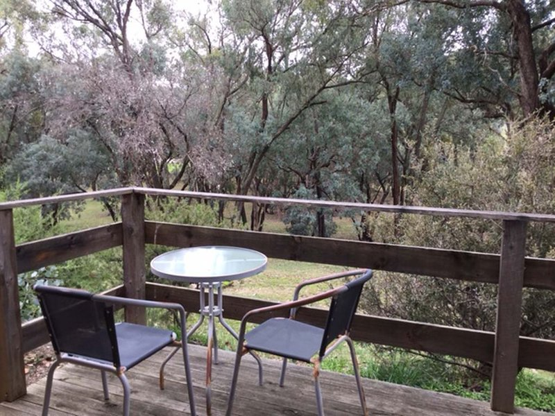Frogsong Strawbale Cottage BLUE ID p7318970, holiday rental in Booroolite