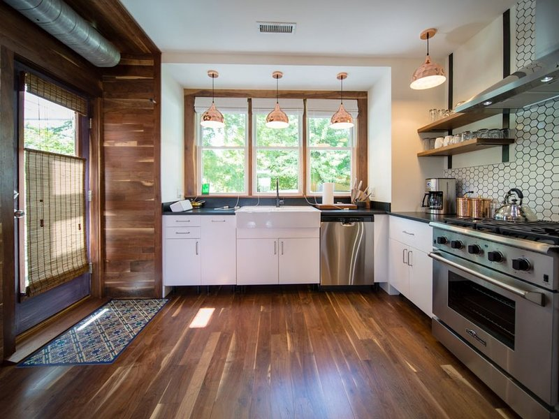 Corner House | Stylish Belmont Home, Walk to Downtown Mall  Corner House | Styli, vacation rental in Charlottesville