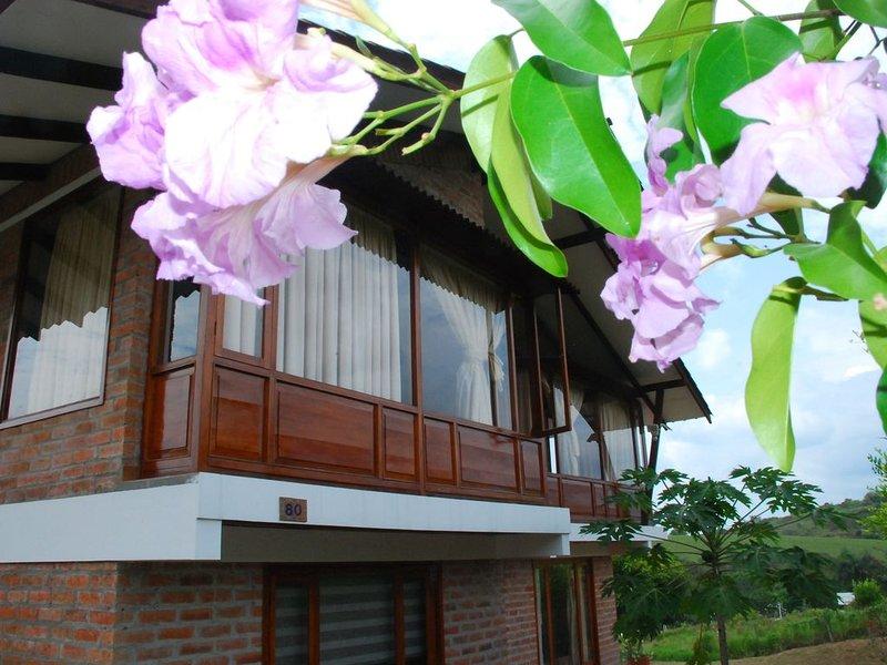 Hermosa y cómoda casa campestre con vista al Valle del Cauca, holiday rental in El Cerrito