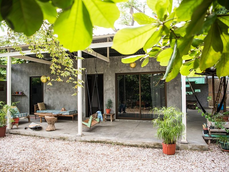Modern Stylish Home Minutes to the Beach, vacation rental in Santa Teresa