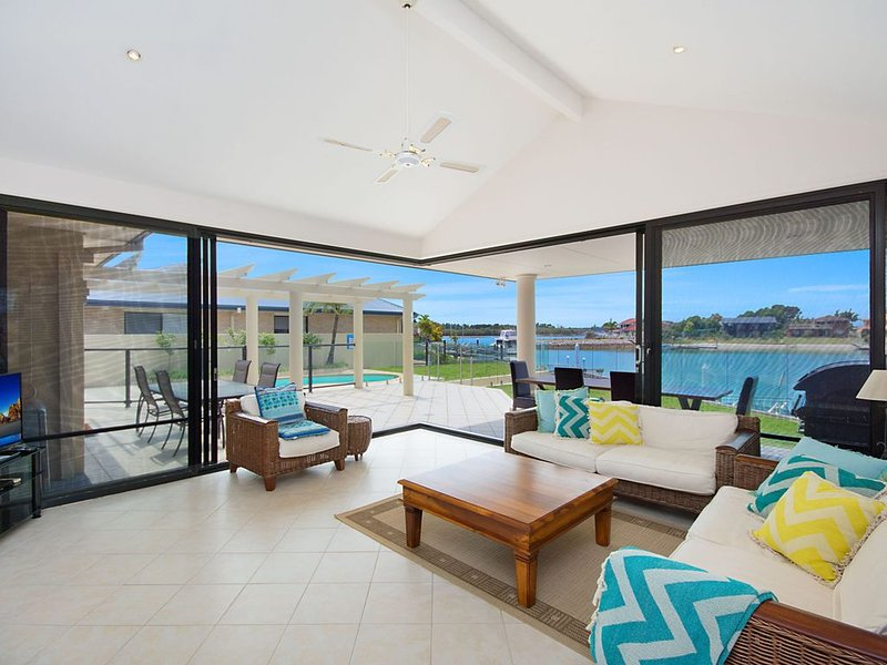 Nirvana Waters - Luxurious waterfront haven, vacation rental in Yamba