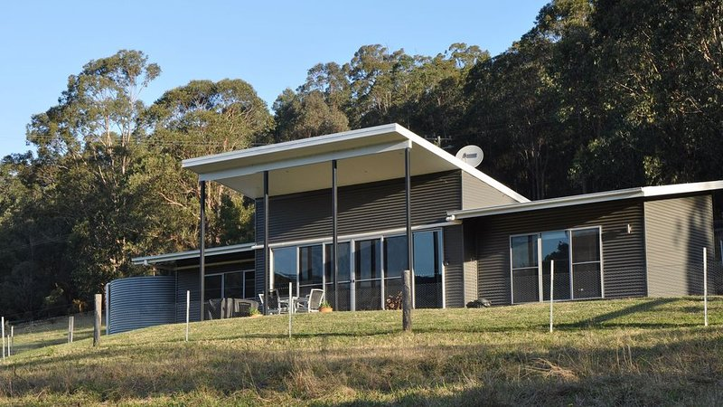 Valle Laguna - Modern Self Contained Villa, holiday rental in Wollombi