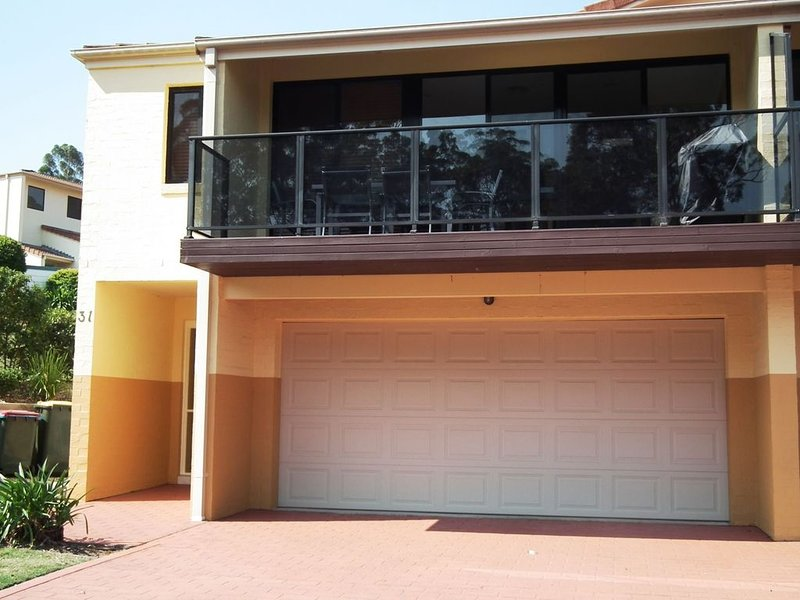 Deluxe Townhouse on Tallwoods Golf Course, casa vacanza a Taree
