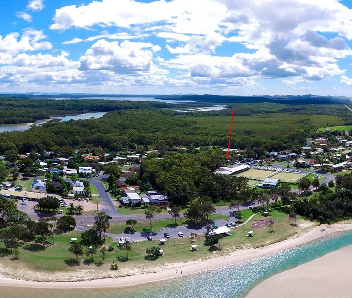 'AMELIA SHORES' 1/54 Evans St, Lake Cathie, holiday rental in Port Macquarie